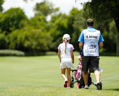 father-daughter-playing-golf