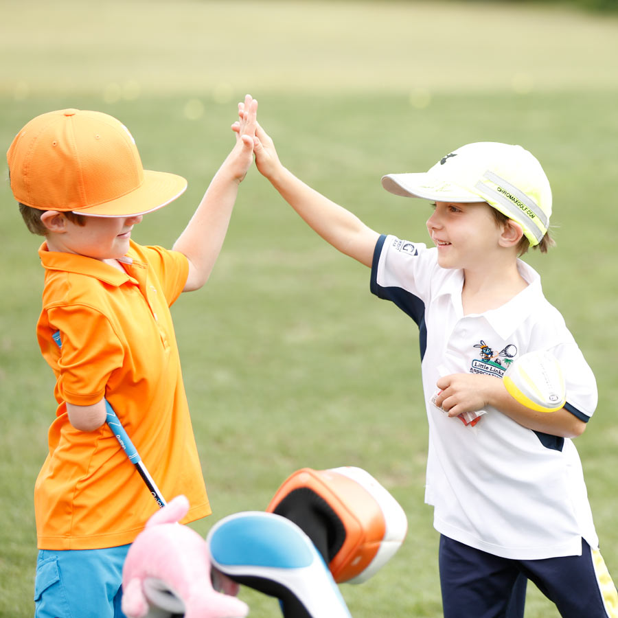 golfers-high-five